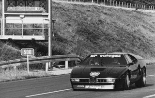 BMW Group Archiv: Power pur: der M1 mit Sechszylinder-Motor 3.453 ccm Hubraum und 410 PS (302 kW).