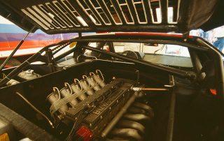 BMW M1 - Produktion, Blick in den Motorraum, Motor ohne Ansauggeräuschdämpfer
