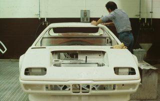 BMW M1 - Produktion, Finisharbeiten während des Lackierdurchlaufes