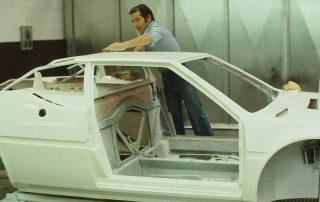 BMW M1 - Produktion, Finish-Arbeiten während des Lackierdurchlaufes