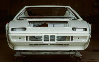 BMW M1 - Produktion, Karosserie nach dem Lackierdurchlauf ohne Anbau- u. Einbauteile
